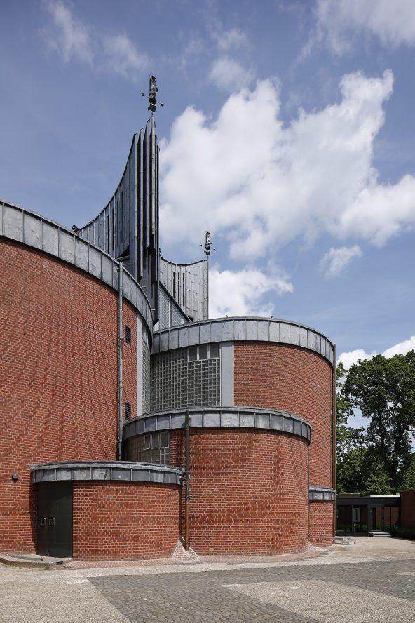 St. Johannes   Pfarrheim, Kapelle und KiTa